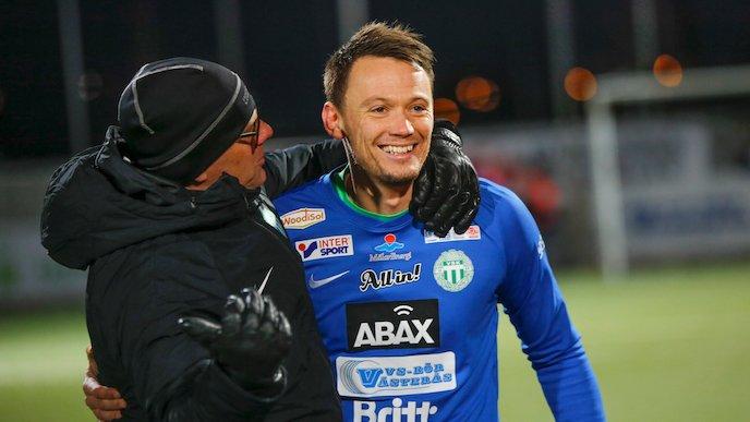 Anton Fagerström vaktade målet när Västerås SK tog klivet upp i Superettan.  Nu har 27-åringen skrivit på en kontraktsförlängning. 82601d95107e1